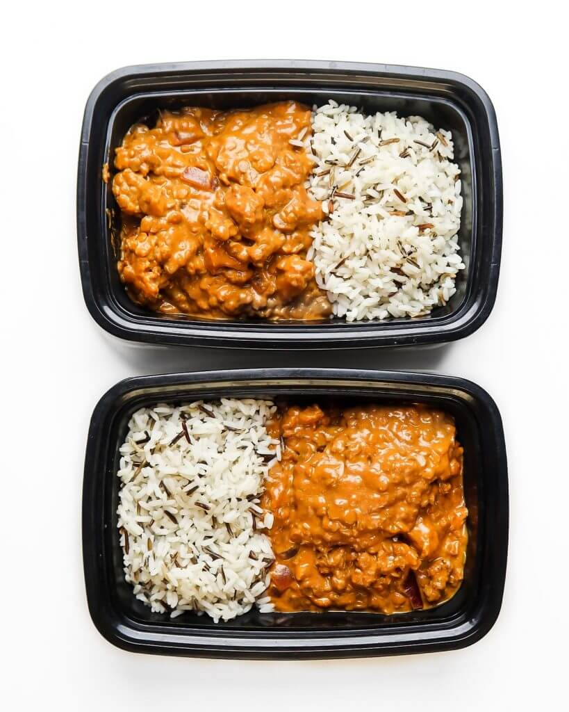curry-in-plastic-food-container-for-meal-prep