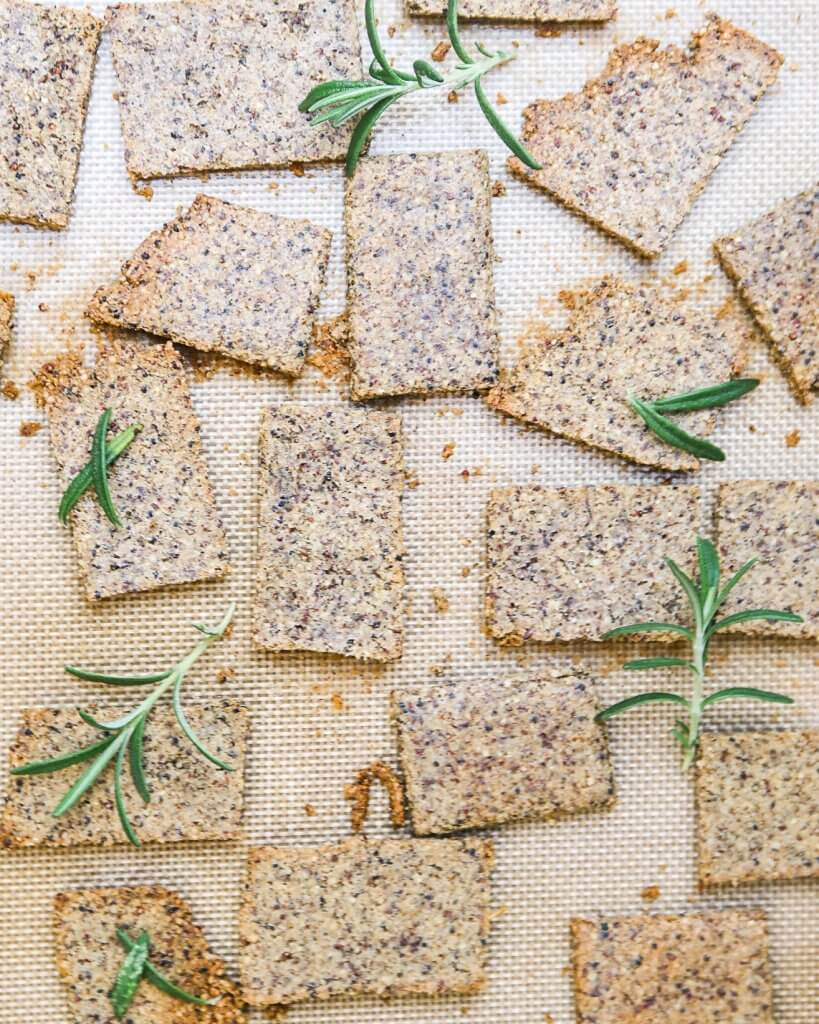 healthy-vegan-crackers-with-rosemary