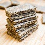 stacked-vegan-crackers