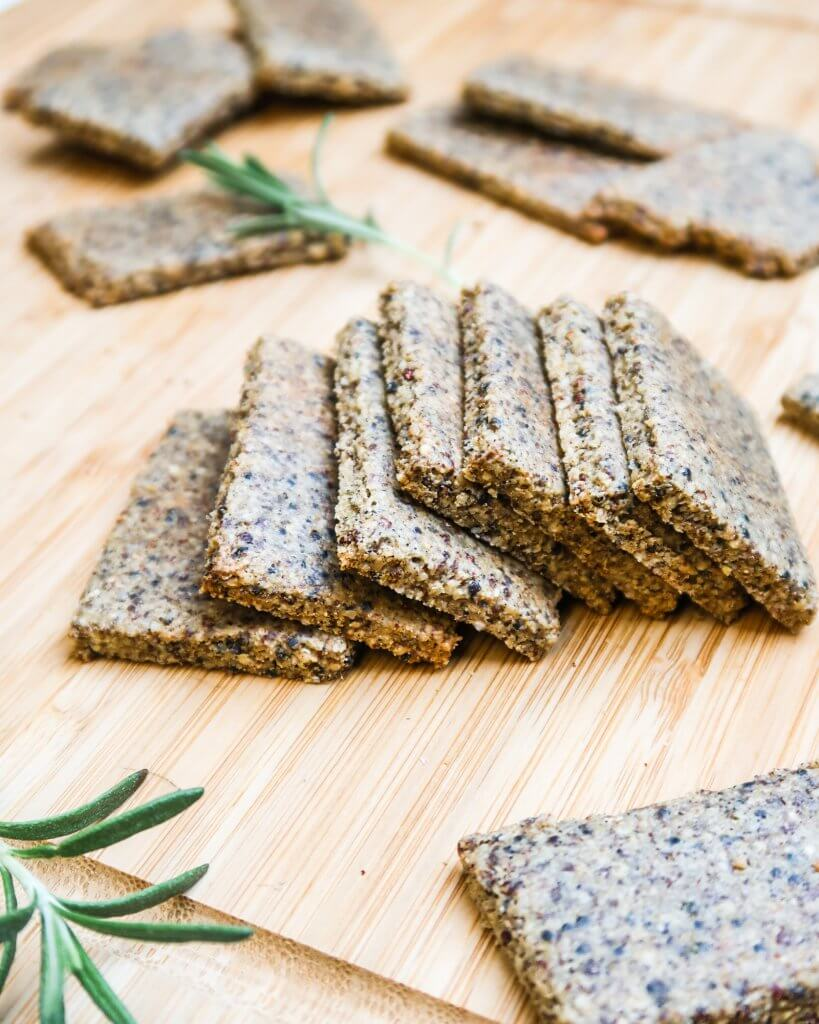 quinoa-tahini-crackers-vegan